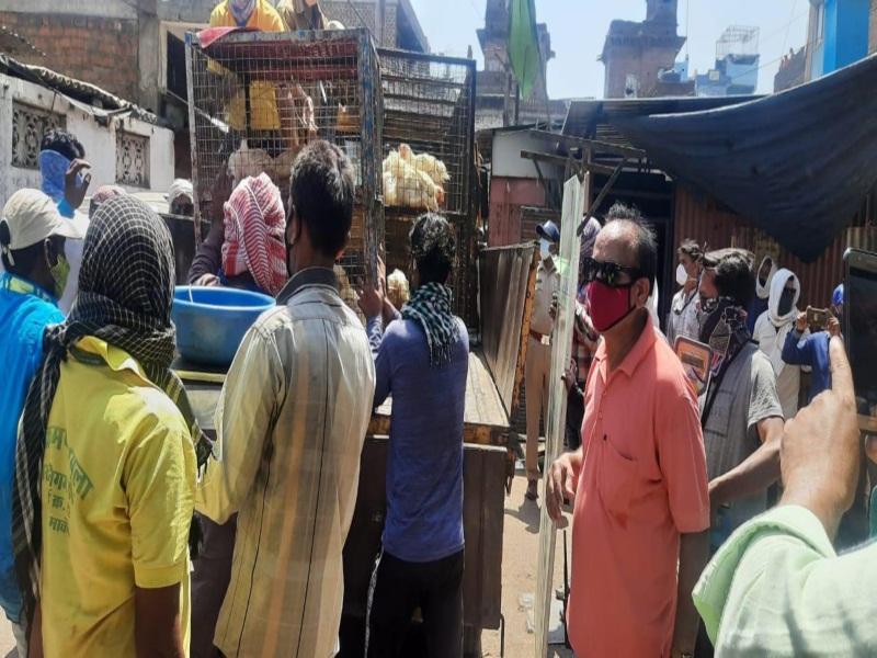 Corona Curfew in Bhopal :शटर गिराकर चल रहा था कारोबार, एसटीएफ की मदद से नगर निगम व पुलिस ने की कार्रवाई