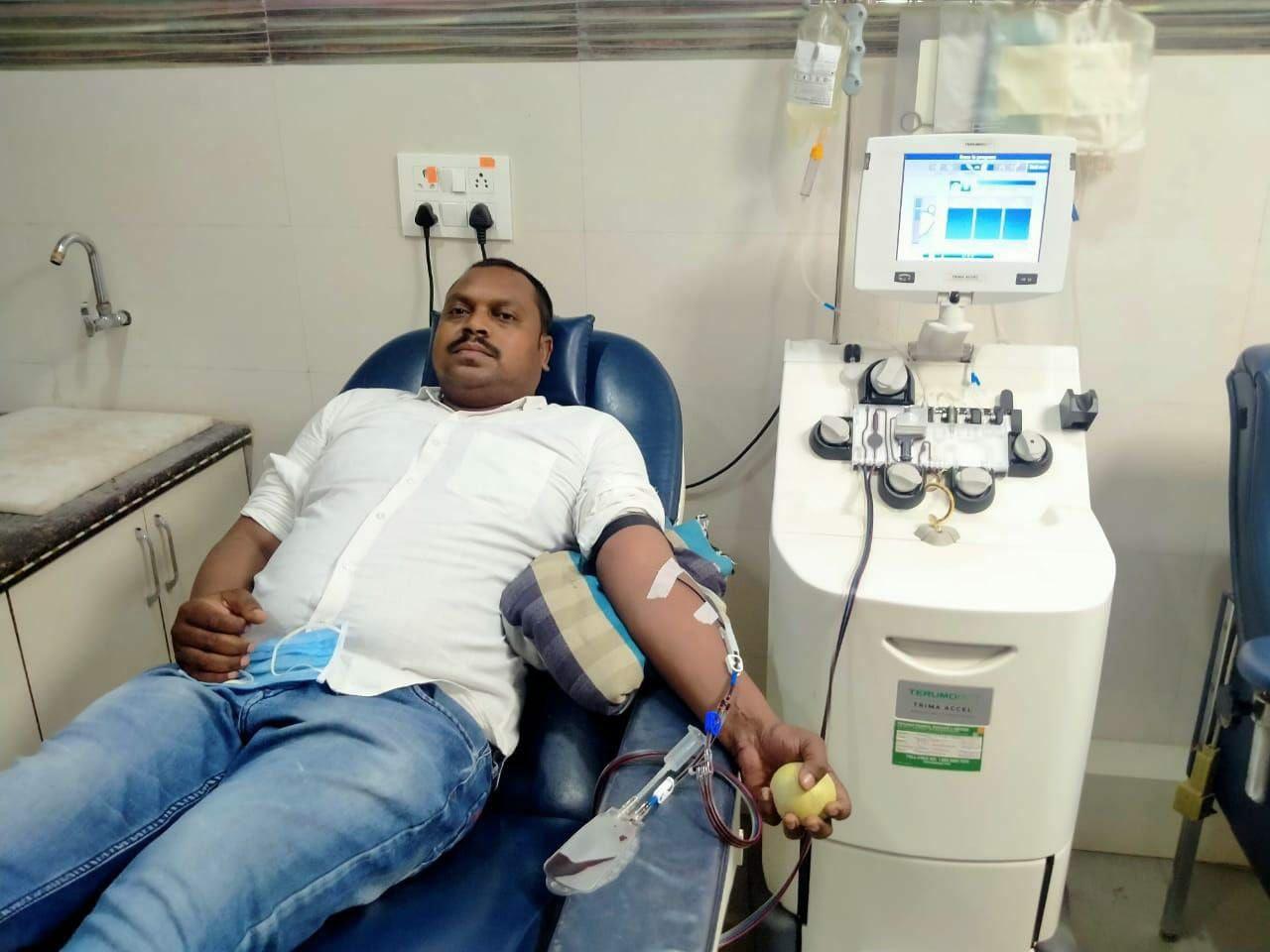 Corona virus in Jabalpur: पुलिस आरक्षक ने कोरोना से जीती जंग, प्रोफेसर की जान बचाने दान किया प्लाज्मा