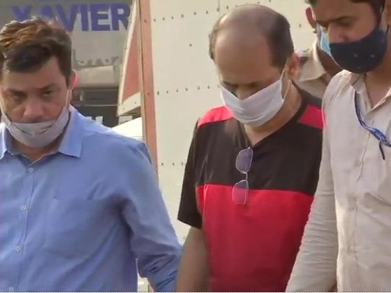मुंबई पुलिस ने सचिन वाजे को किया सेवा से बर्खास्त, एंटीलिया मामले में बड़ी कार्यवाही