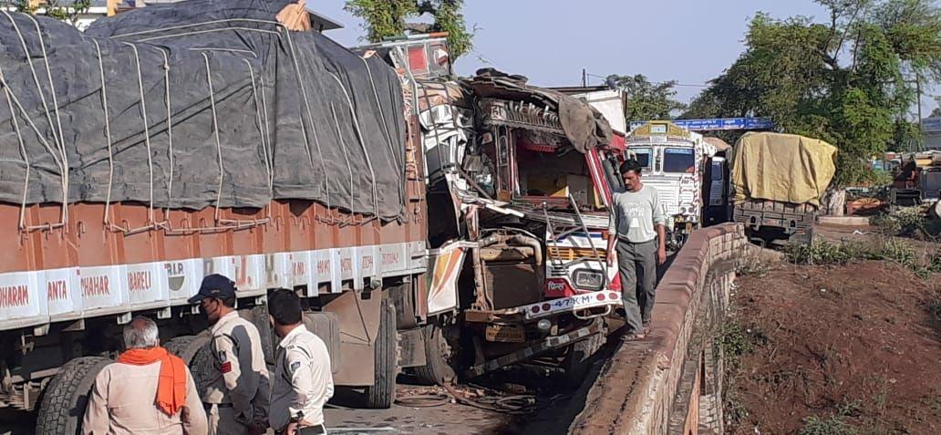 Satna accident News : सतना में दो ट्रकों के बीच हुई भीषण टक्कर, ट्रक ड्राइवर और क्लीनर की मौत