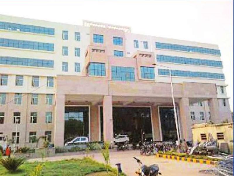 Gwalior Corona Virus News: सुपर स्पेशियलिटी में संक्रमित के लिए बेड नहीं पर नोन कोविड मरीज हो रहे भर्ती