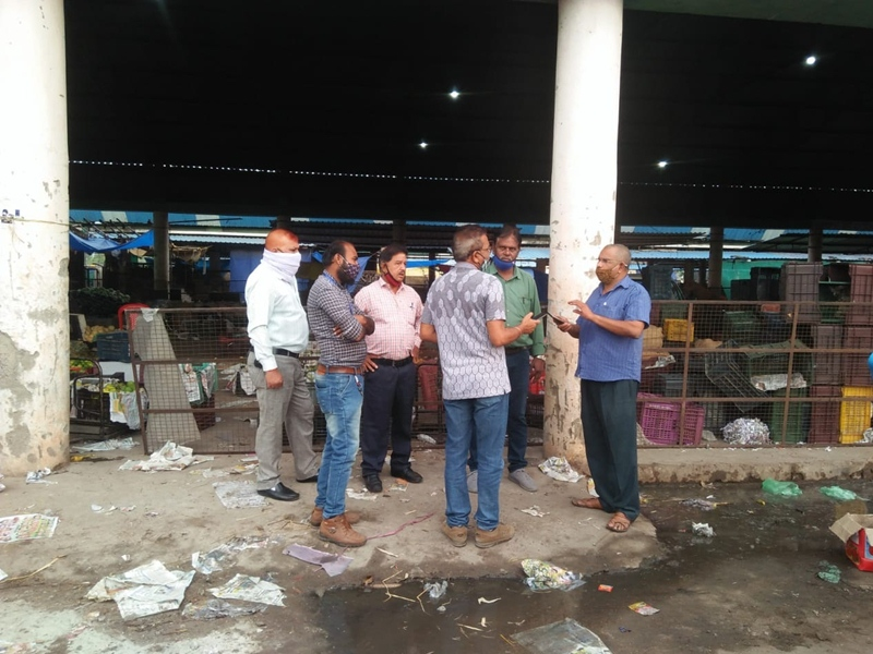 Violation of Lockdown in Bilaspur: तिफरा थोक मंडी में 12.5 टन फल सजाकर बैठा था विक्रेता, 24 घंटे का मिला अल्टीमेटम