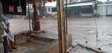 कस्बा में रात से बरस रहें प्री मानसून के बादल