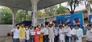 पेट्रोल-डीजल और खाद्य पदार्थों के दाम बढ़ने पर कांग्रेस ने किया प्रदर्शन