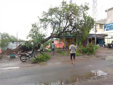 24 घंटे जिले में तेज हवा व भारी बारिश चेतावनी