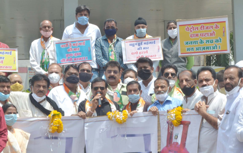 पेट्रोल ,डीजल के भाव सरकार नहीं अडानी-अंबानी तय करते हैं:वर्मा