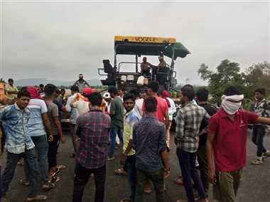 गांव से नहीं जोड़ा फोरलेन का एप्रोच रोड, ग्रामीणों ने किया प्रदर्शन