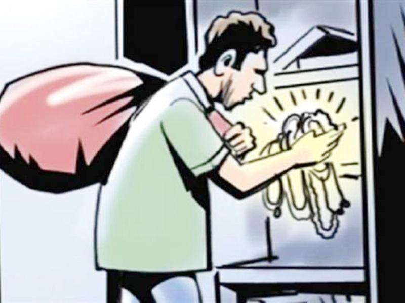 Crime News Indore: नौकरानी की गर्दन काटने की धमकी देकर उद्योपति कालानी के फ्लैट से मूर्ति-बर्तन लूटे