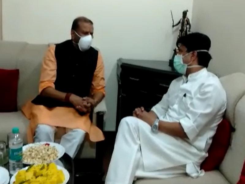 Gwalior Political News: VIDEO जयभानसिंह पवैया के निवास पर पहुंचे सिंधिया, मिलने के बाद कही ये बात