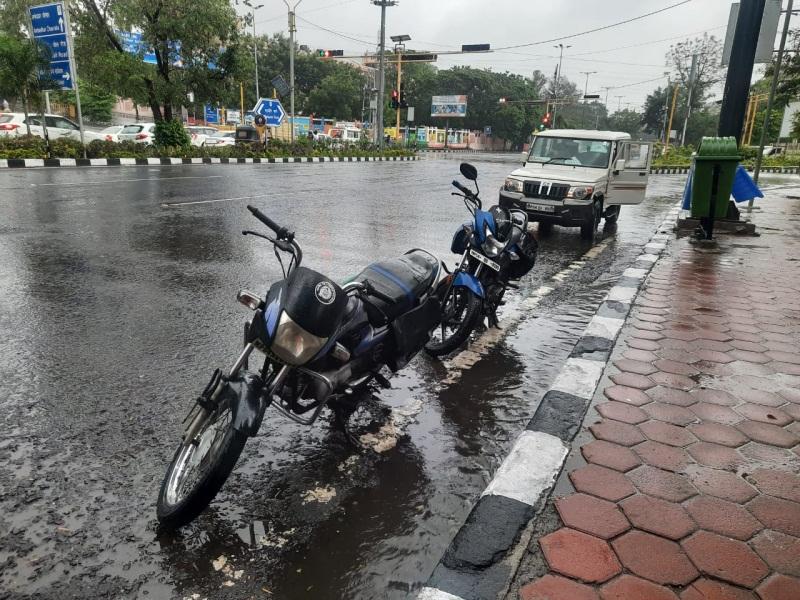 MP Weather Update : इंदौर, भोपाल की चौखट पर पहुंचा मानसून, झमाझम बारिश भी शुरू