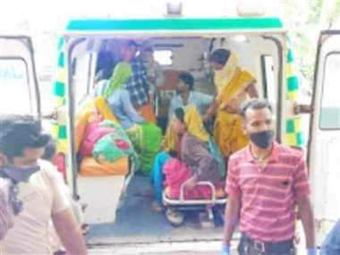 पिकअप वाहन पलटा, 18 महिला मजदूर घायल