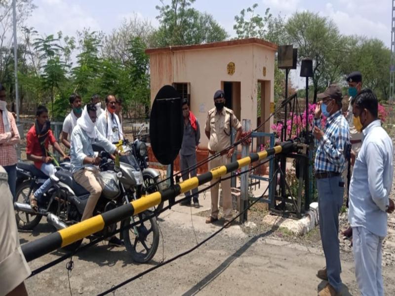 Bhopal Railway News: रुकिए, आपकी जान कीमती है... जल्दबाजी में न करें रेलवे फाटक पार