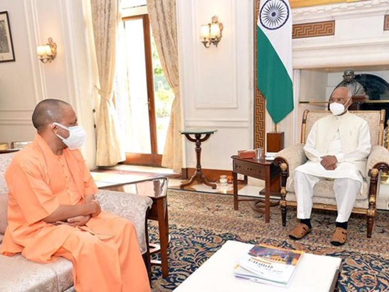 Yogi in Delhi: वापसी से पहले राष्ट्रपति से मिले योगी आदित्यनाथ, दिन में पीएम मोदी और जेपी नड्डा से की थी मुलाकात