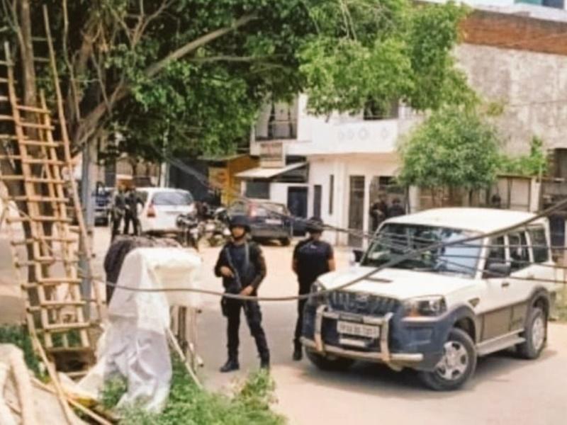 Lucknow LIVE 2 Al Qaeda terrorists arrested from Kakori area big ATS operation continues see photo video