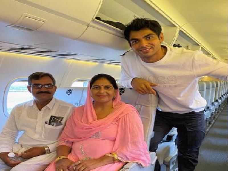 नीरज चोपड़ा ने पहली बार माता-पिता को फ्लाइट में कराया सफर, कहा- एक सपना पूरा हुआ