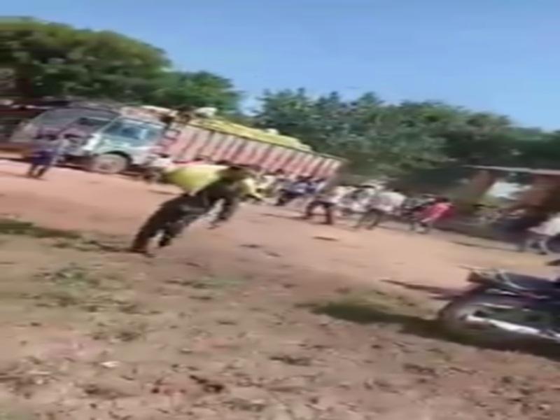 Fertilizer crisis in Morena: सबलगढ़ में खाद का ट्रक लूटा, मुरैना और पाेरसा में किसानाें ने लगाया जाम, पुलिस परेशान