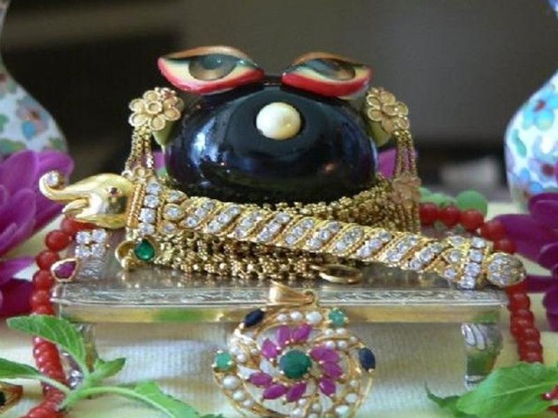 Temples in India: दो सौ सालों से बढ़ रहे हैं शालिग्राम, जानिए चमत्कारी मंदिर के बारे में