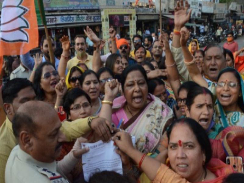 Gwalior Political News: पूर्व सीएम हुड्डा के ट्रैक्टर को महिलाओं ने रस्सी से खींचा, भाजपा महिला माेर्चा ने बताया नारी शक्ति का अपमान
