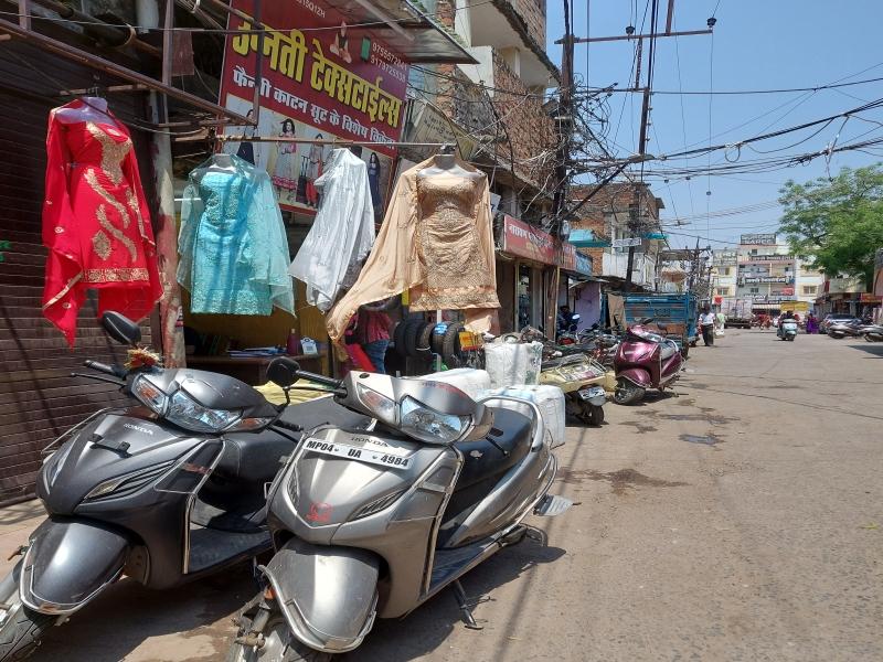 Bhopal Business News: दो दिन लॉकडाउन के बाद दुकानें खुलने से बैरागढ़ के व्यापारी खुश, लेकिन बाजार में रौनक नहीं