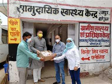 सामुदायिक स्वास्थ्य केंद्र को सौंपा हैंड वॉश और साबुन