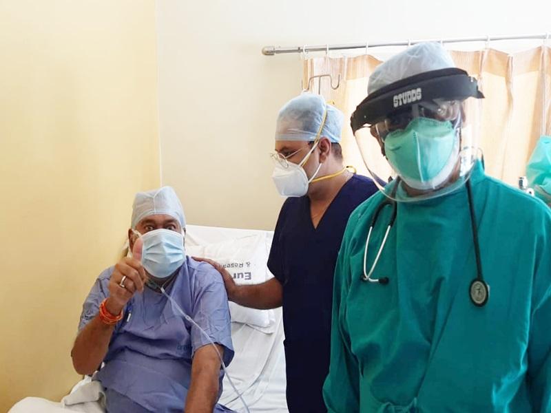 Coronavirus Indore News:  फेफड़ों में 90 प्रतिशत था इन्फेक्शन, कोरोना को हराकर घर लौटे