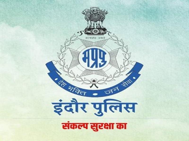 Indore Police News: इंद्रेश त्रिपाठी को बनाया आजाद नगर टीआइ, आरोपित के साथ अमानवीय बर्ताव पर मनीष डाबर लाइन अटैच
