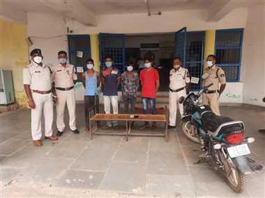 शराब मुर्गा पार्टी के लिए लूट करने वाले चार युवकों को पुसौर ने किया गिरफ्तार