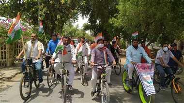 महंगाई के विरोध में सड़कों पर उतरी कांग्रेस, जिलेभर में प्रदर्शन
