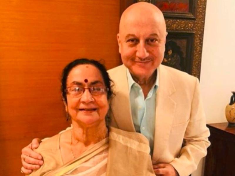 Video: Anupam Kher की मां, भाई, भाभी और भतीजी कोरोना पॉजिटिव पाए गए