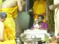 LIVE Vrindavan Krishna Janmashtami Darshan: वृंदावन के राधा रमण मंदिर में हुआ कान्हा का मंगल अभिषेक, देखिए वीडियो