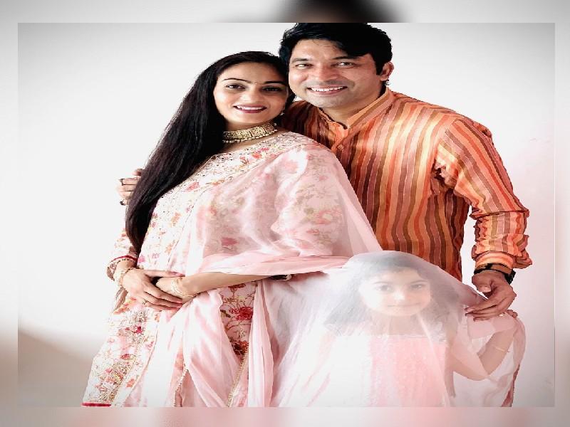 The Kapil Sharma Show: चंद्रन प्रभाकर की पत्नी है बेहद खूबसूरत, एक्ट्रेस भी उनके आगे फेल