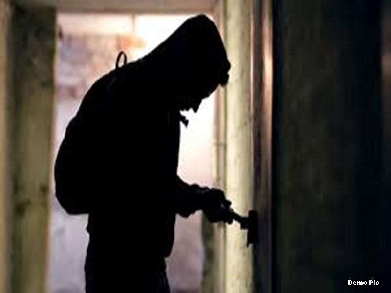 Crime File Indore: एक महीने पहले शादी में गए परिवार के घर से सोना-चांदी व नकदी चोरी