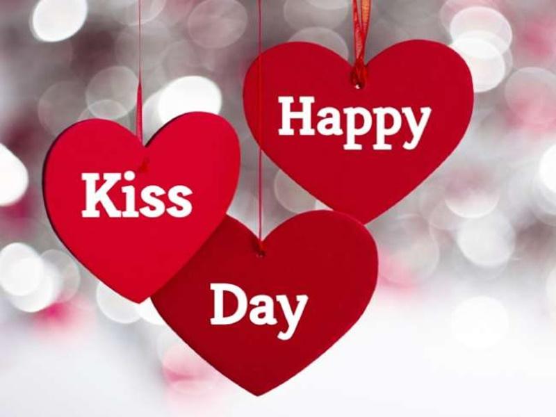 Happy Kiss Day Wishes: प्रेमी जोड़ों के लिए बेहद खास है ये दिन, इन शब्दों के साथ दें बधाई
