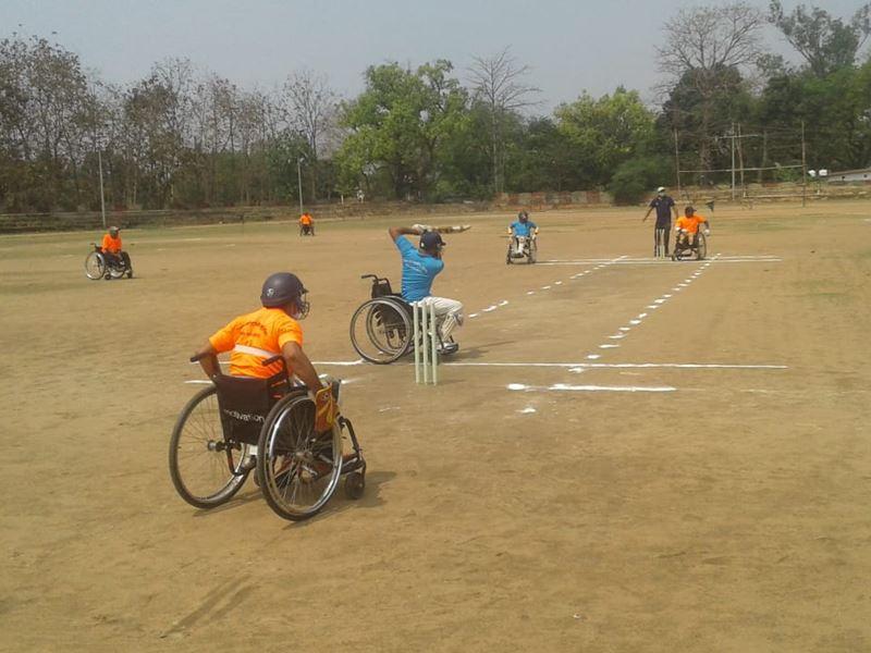 Divyang Cricket Korba: बुलंद हौसले से चौके-छक्के मारने का इरादा ले दिव्यांग उतरे मैदान में