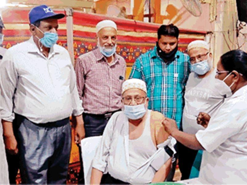 Tika Utsav in Indore: इंदौर में 434 टीमों ने 22 हजार 933 को लगाया टीका