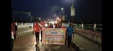 पांच सूत्रीय मांग को लेकर अनियमित कर्मचारियों ने निकाली मशाल रैली