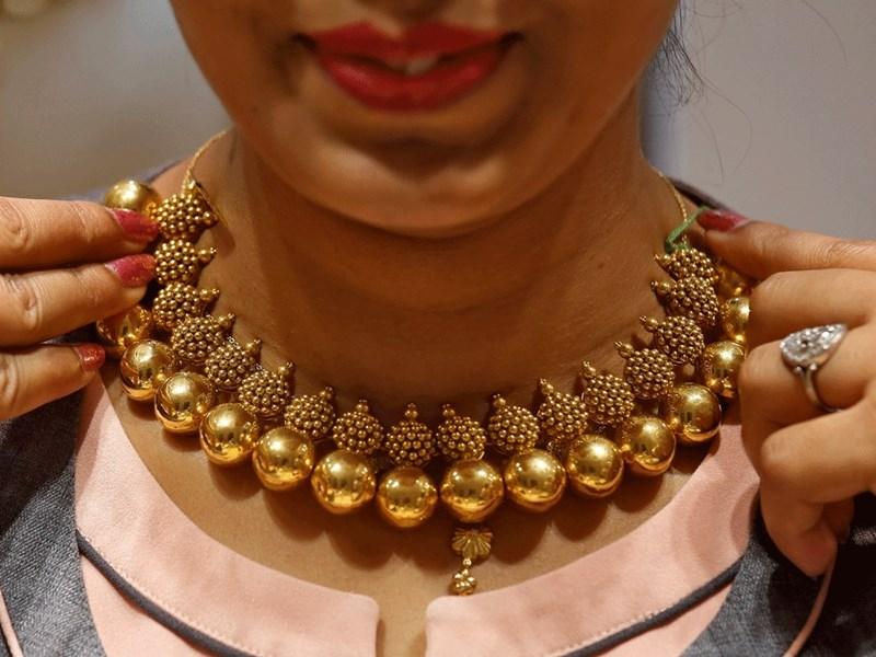 Gold Silver Price Down : सोने के भाव 3 हजार तो चांदी के 2 हजार रुपए गिरे