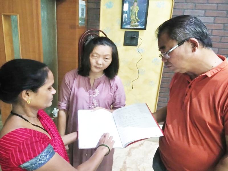 Hindi Diwas 2020 : चीनी मूल के चिकित्सक दंपती रोगों के साथ हिंदी भी सुधार रहे