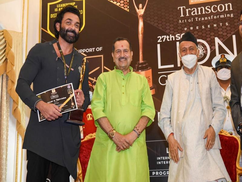 27th Lions Gold Awards 2021: बॉबी देओल को राज्यपाल भगत सिंह कोश्यारी ने किया सम्मानित