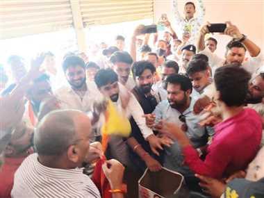 Crime News In Dhamtari: कांग्रेस और भाजपा कार्यकर्ताओं के खिलाफ गाली-गलौज और मारपीट का जुर्म दर्ज