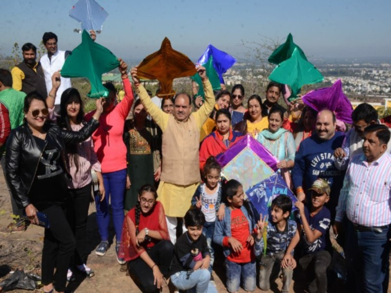 Makar Sankranti 2021: मकर संक्रांति पर उड़ी खुशियों की पतंग, सिन्धी समाज ने पारिवारिक माहौल में मनाया उत्सव