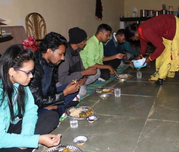 Chhattisgarh news: पर्यटन स्थल सरोधा दादर में छत्तीसगढी व्यंजनों का लुत्फ उठा रहे पर्यटक