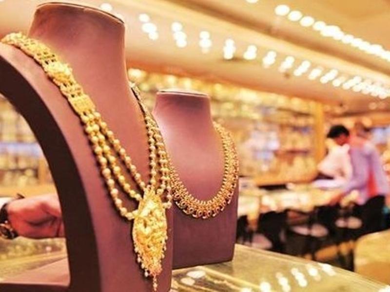 Bullion Market: चांदी 500 रुपये लुढ़की, सोने के दाम स्थिर