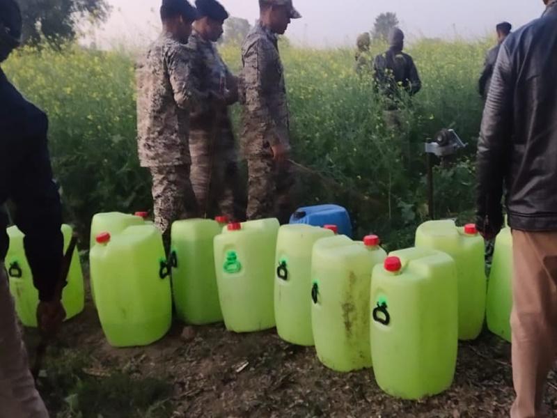 Morena Poisonous Liquor Case: दो घंटे में ही पांच जगहों पर नकली शराब एवं केमिकल का जखीरा पकड़ा