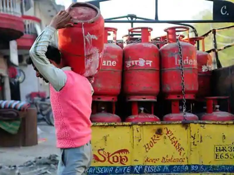 LPG Subsidy खाते में नहीं हो रही जमा, जो आज ही करें यह आसान काम और पाएं छूट
