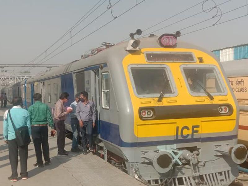 Jabalpur News: मेमू ट्रेन के कोच में बैठते ही लगा मुंबई की लोकल ट्रेन में बैठे हों
