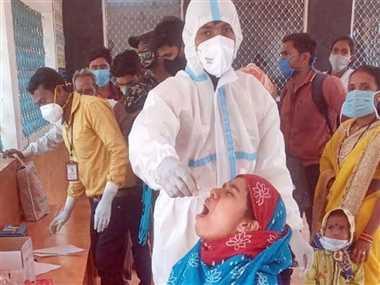 राजहरा रेलवे स्टेशन पर यात्रियों की की गई कोरोना जांच