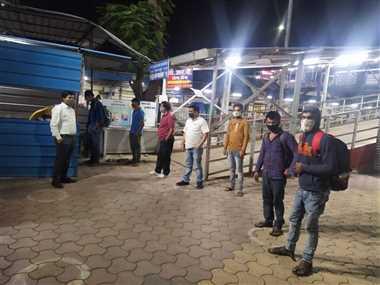 एसडीएम ने आधी रात को रेलवे स्टेशन पर जाकर देखी व्यवस्थाएं
