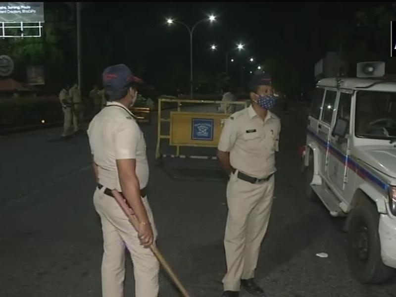 Corona Update: महाराष्ट्र में रात 8 बजे से लागू हुईं नई पाबंदियां, 24 घंटे में 58 हजार से अधिक नये मामले