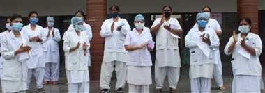 बुरहानपुर : नर्सिंग स्टाफ ने काली पट्टी बांधी, ताली बजाकर जताया विरोध